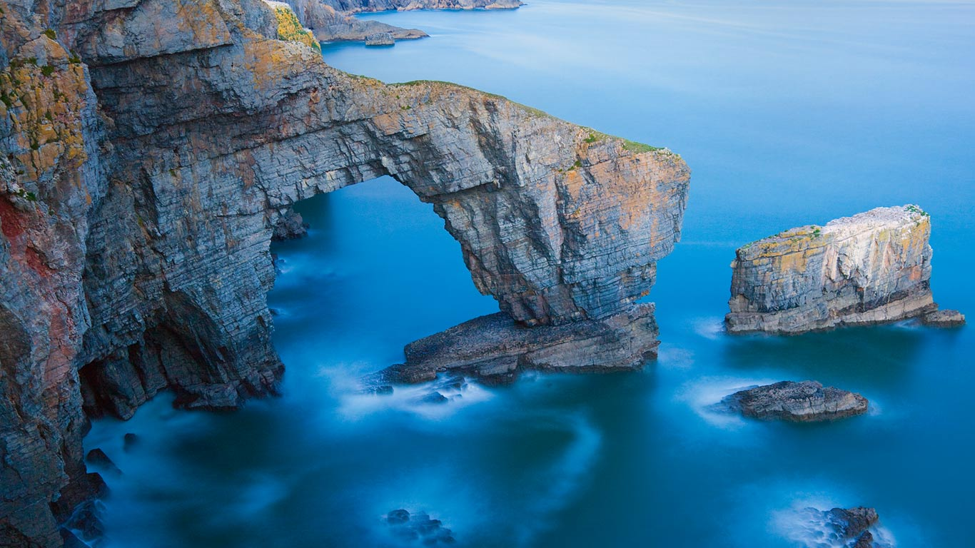 Green Bridge of Wales in Pembrokeshire Coast National Park Wales 1366x768