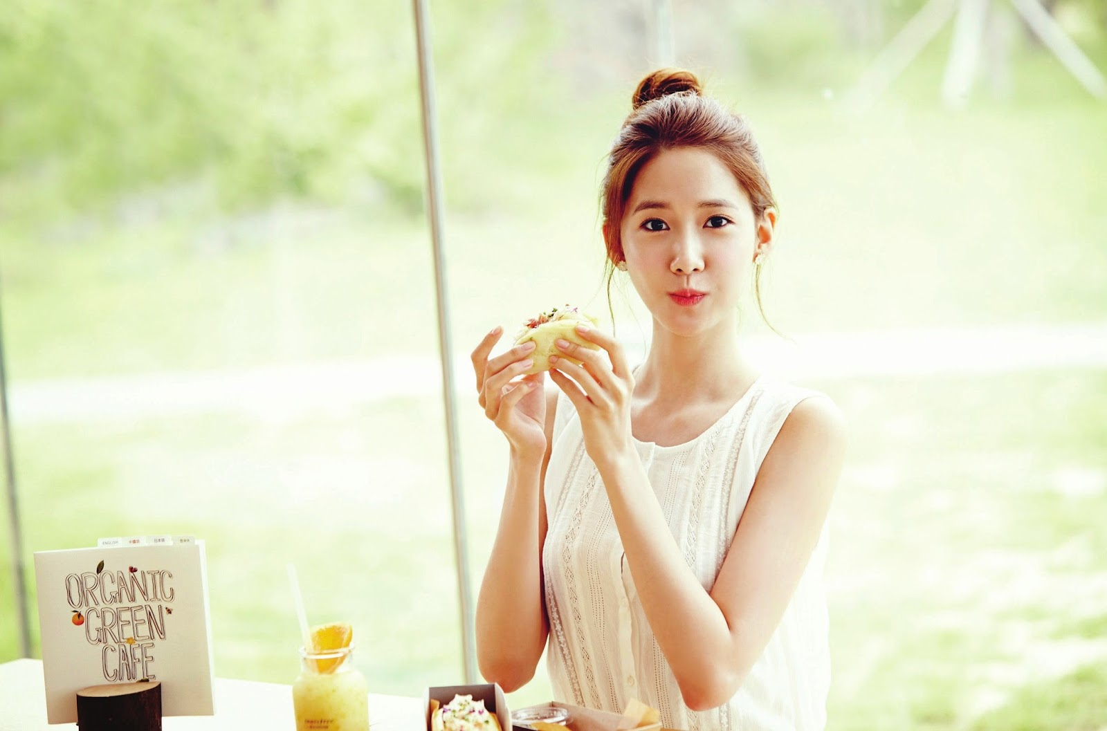 SNSD YoonA Innisfree Organic Green Cafe Wallpaper HD Hot Sexy Beauty 1600x1057
