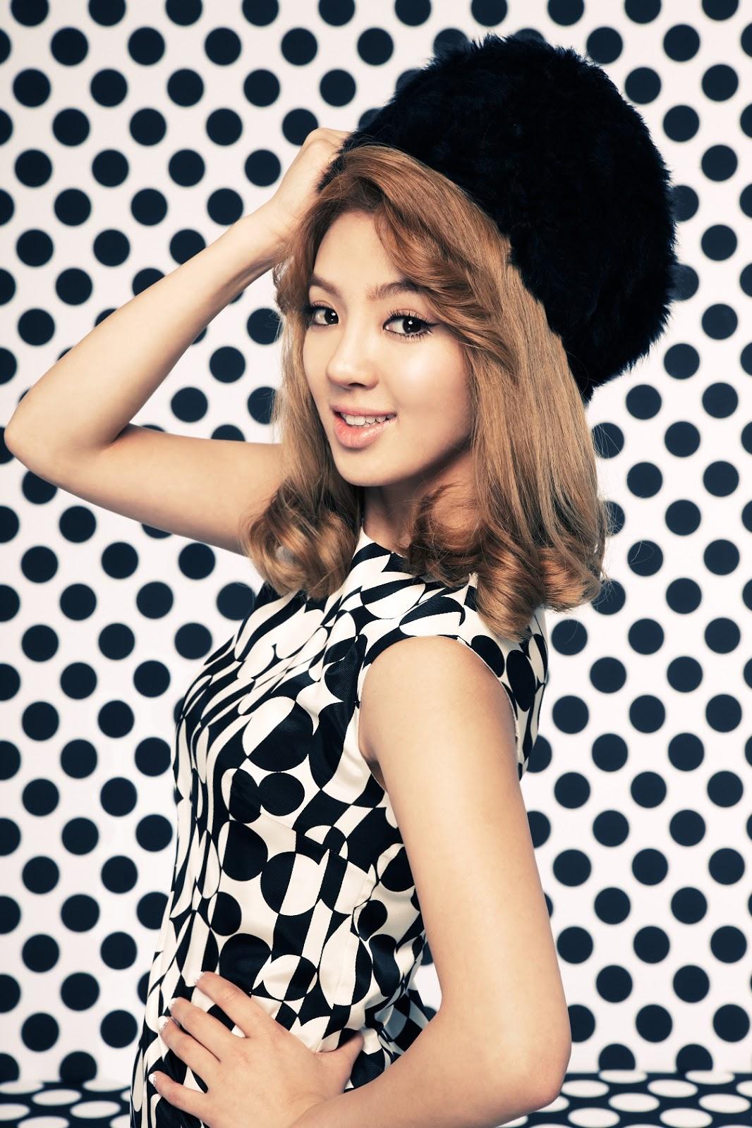 Hyoyeon SNSD Black White Style Wallpaper SNSD Artistic Gallery 1066x1600