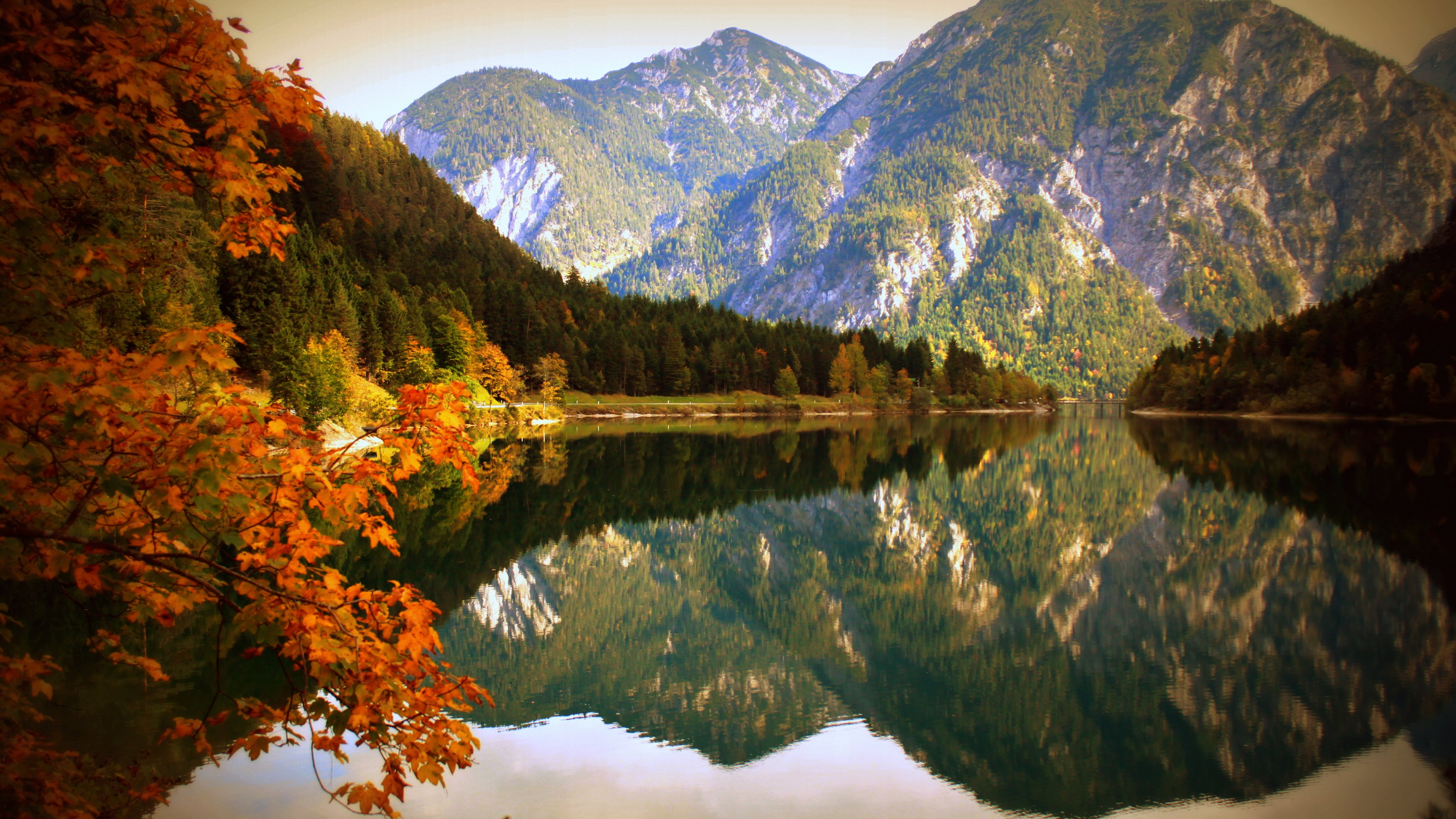 Nature Lake and Mountains in Autumn Wallpaper 3840x2160
