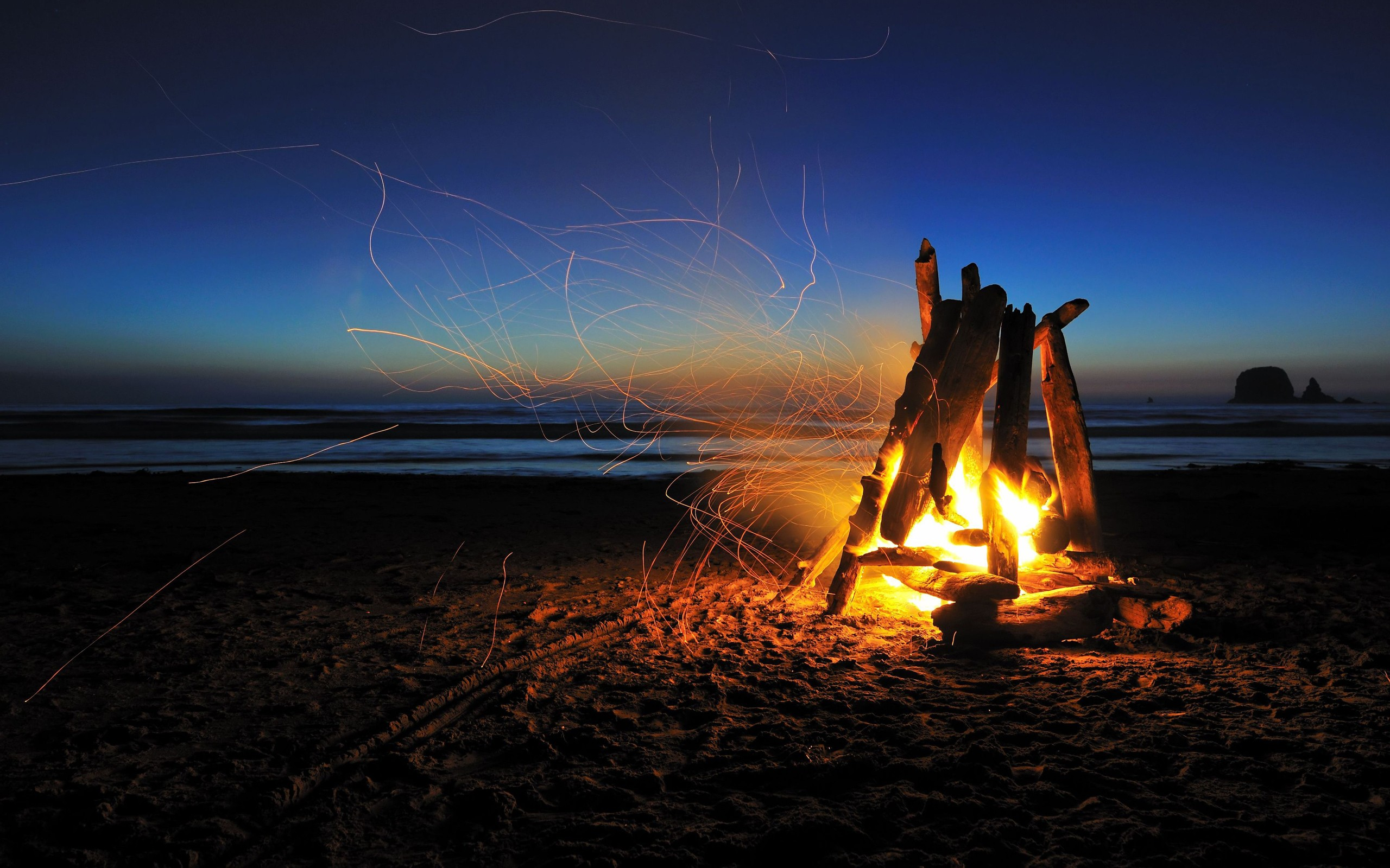 Fire Beach Night Timelapse Sparks Camp Camping wallpaper 2560x1600 2560x1600