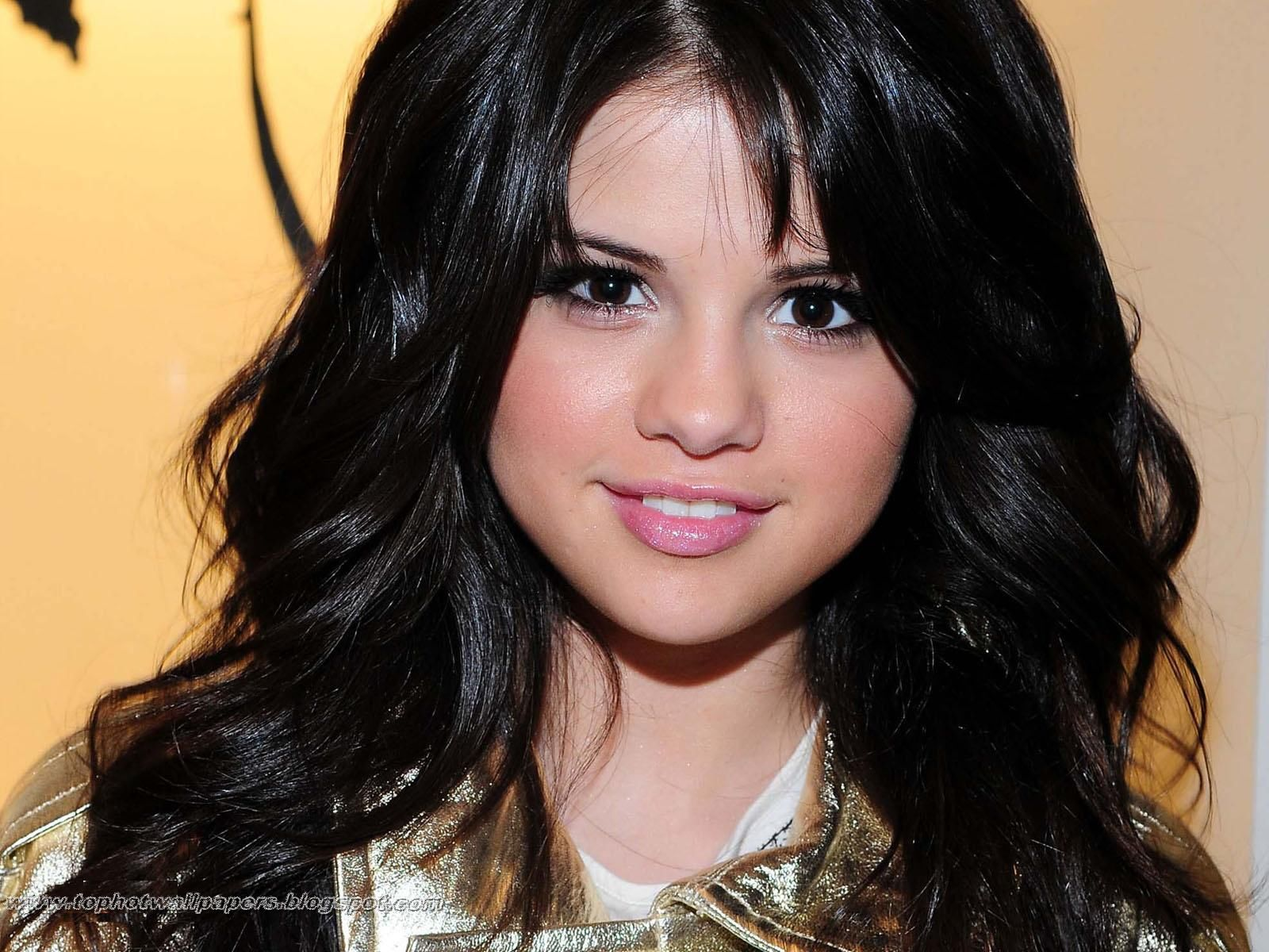 Selena Gomez Wallpaper 1600x1200