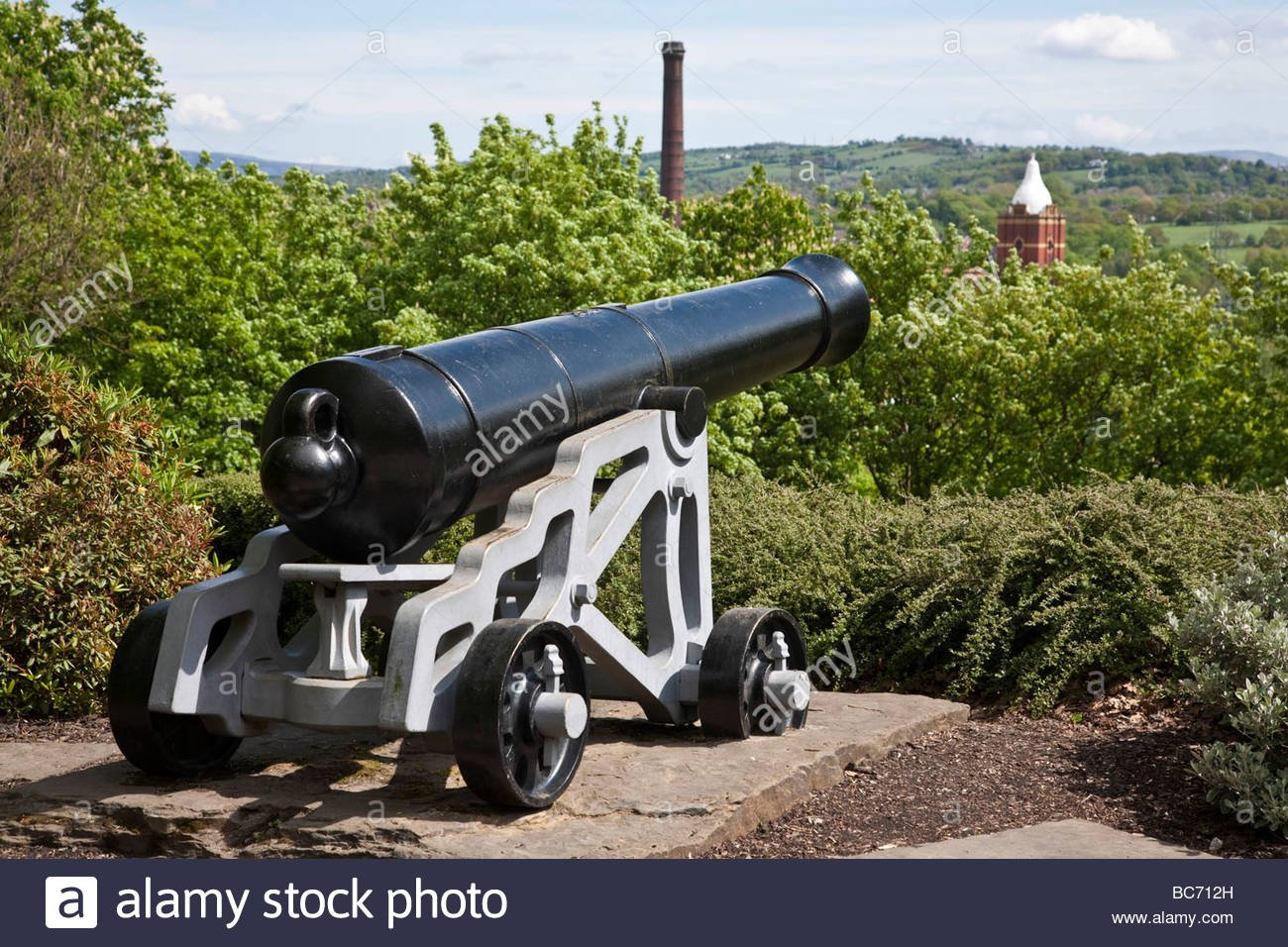 24 pounder cast iron Blomefield cannon Pear mill in the 1300x956