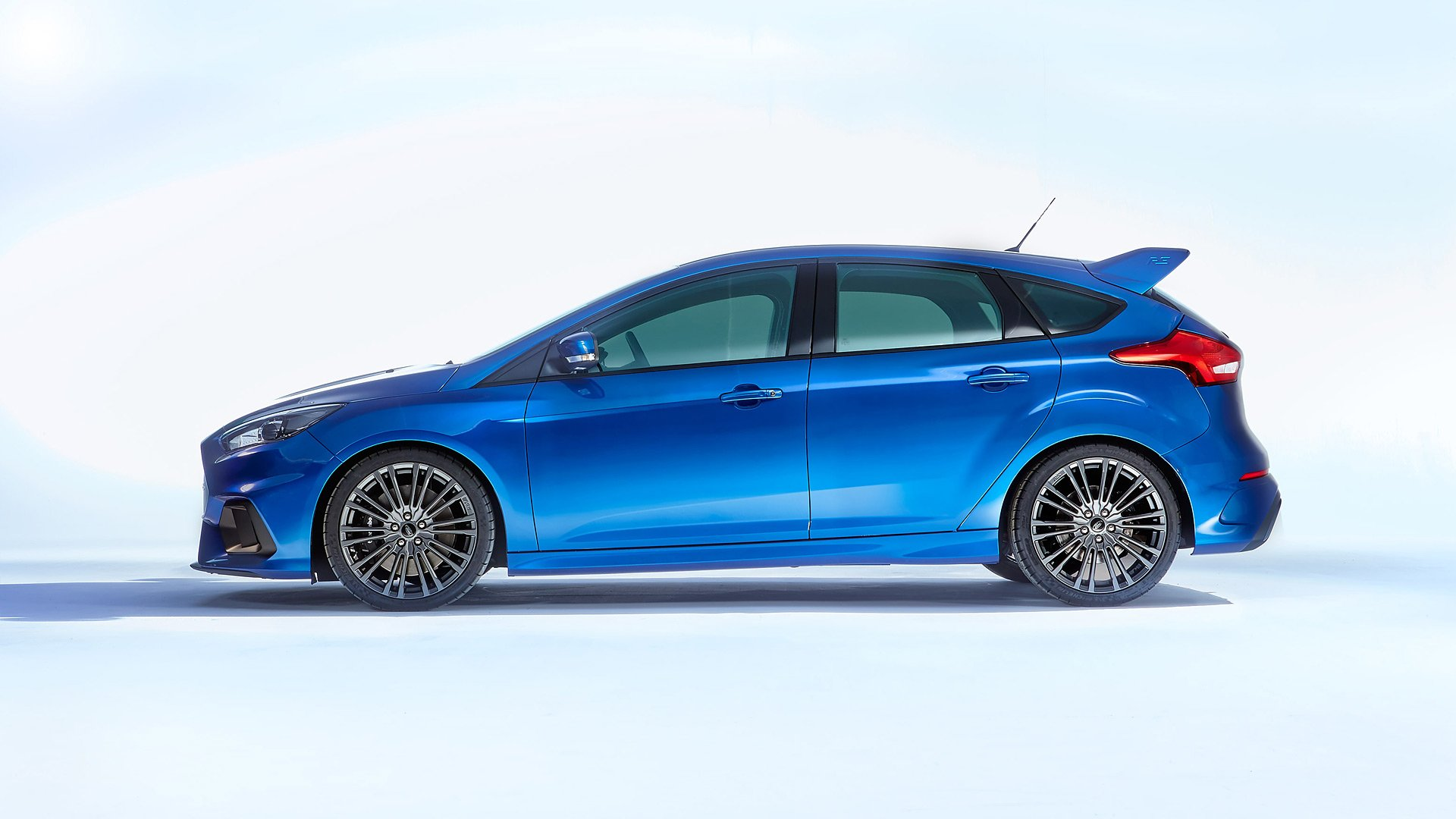 синий автомобиль ford focus rs  № 215517  скачать