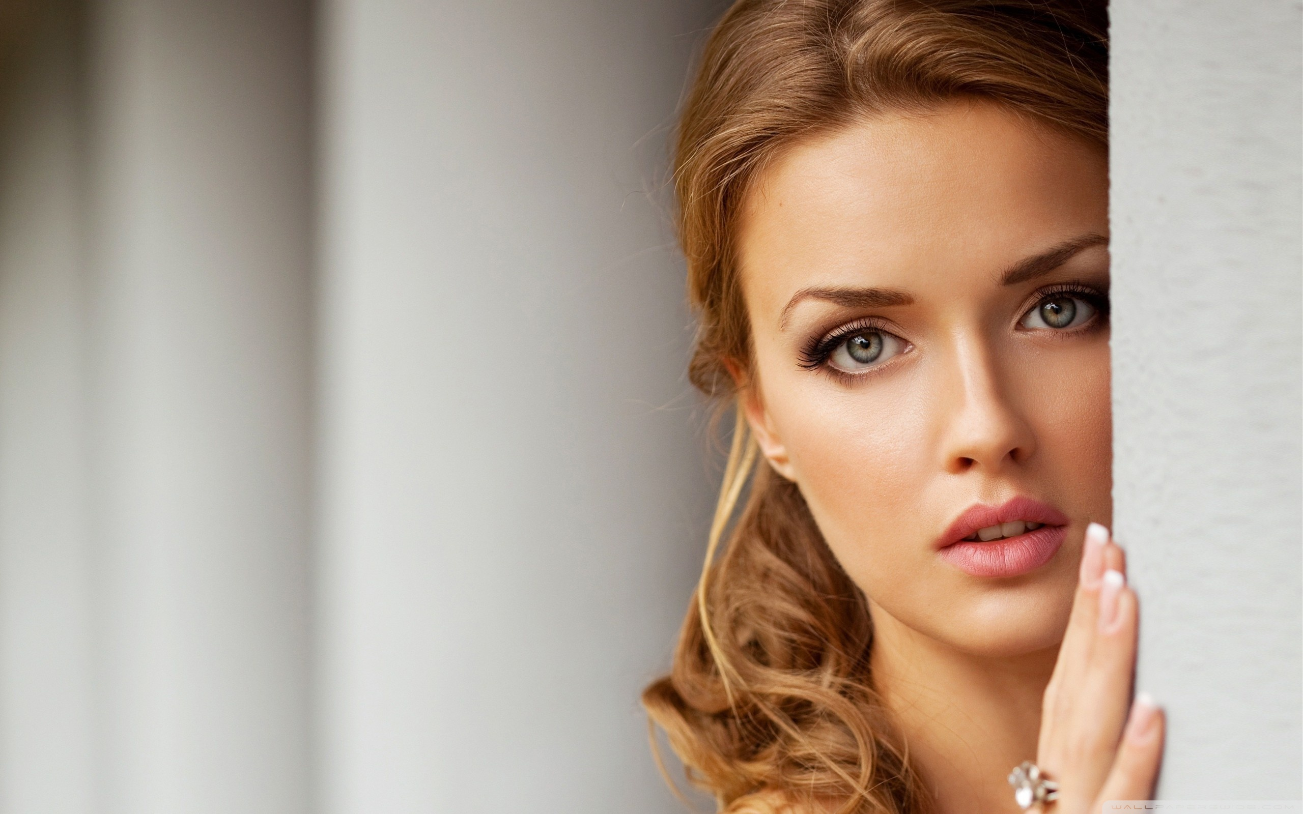 the latest HD Wallpapers collection of The Most Beautiful girls 2560x1600