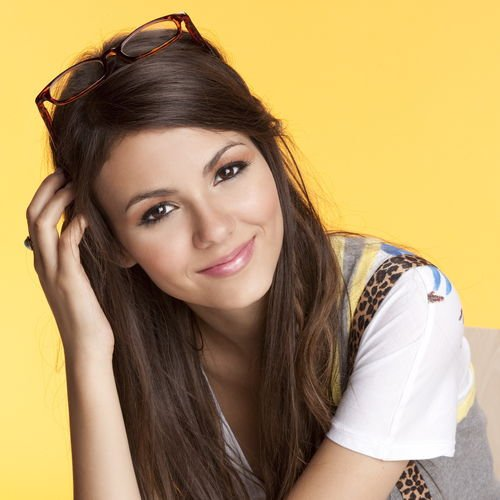 Victoria Justice Leopard Braces Picture For iPhone Blackberry iPad 500x500