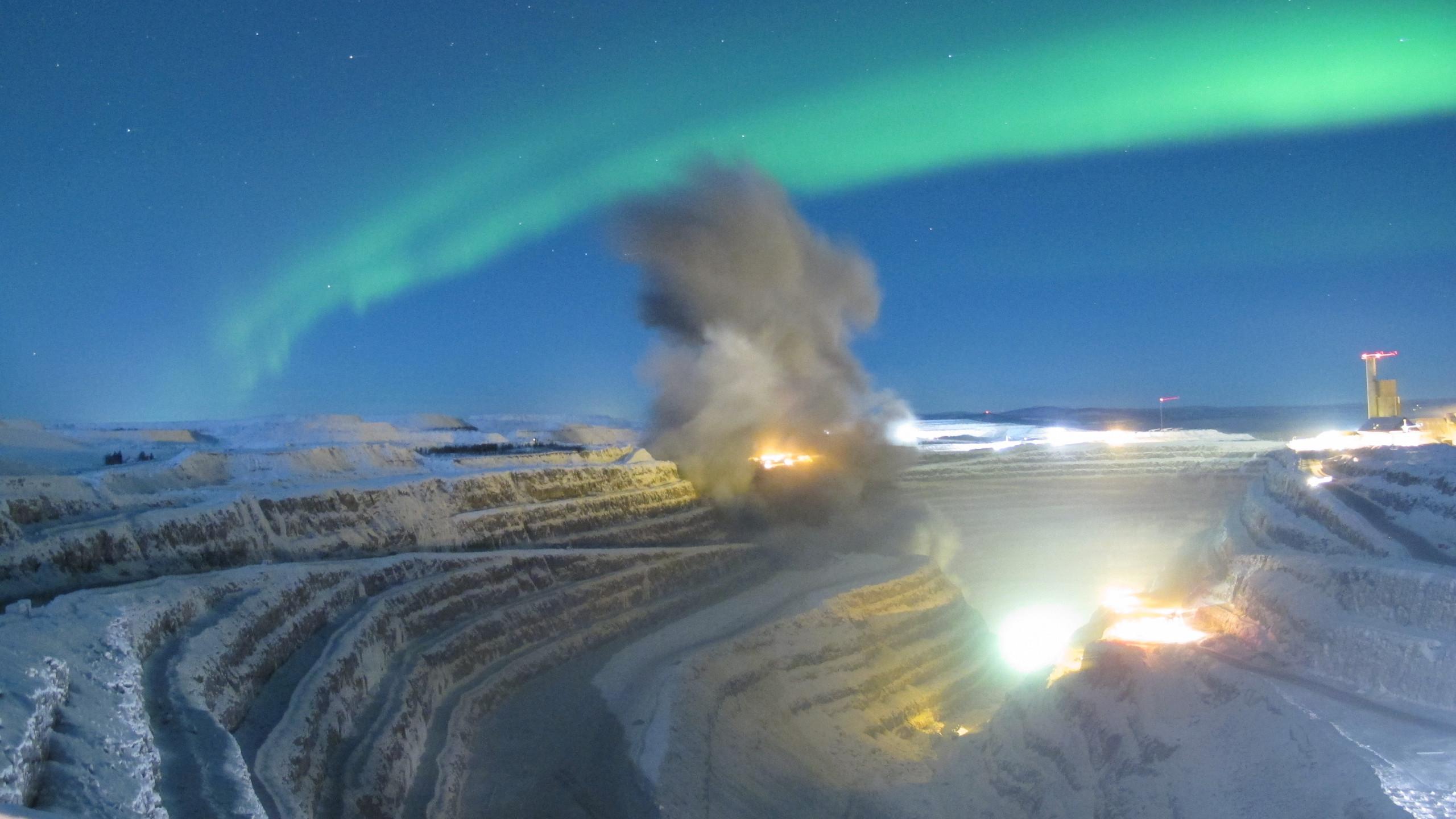 Northern lights over the Aitik mine in northern Sweden iimgurcom 2560x1440