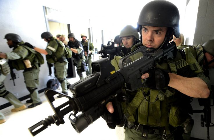 SWAT TEAM police crime emergency weapon gun wallpaper background 736x482