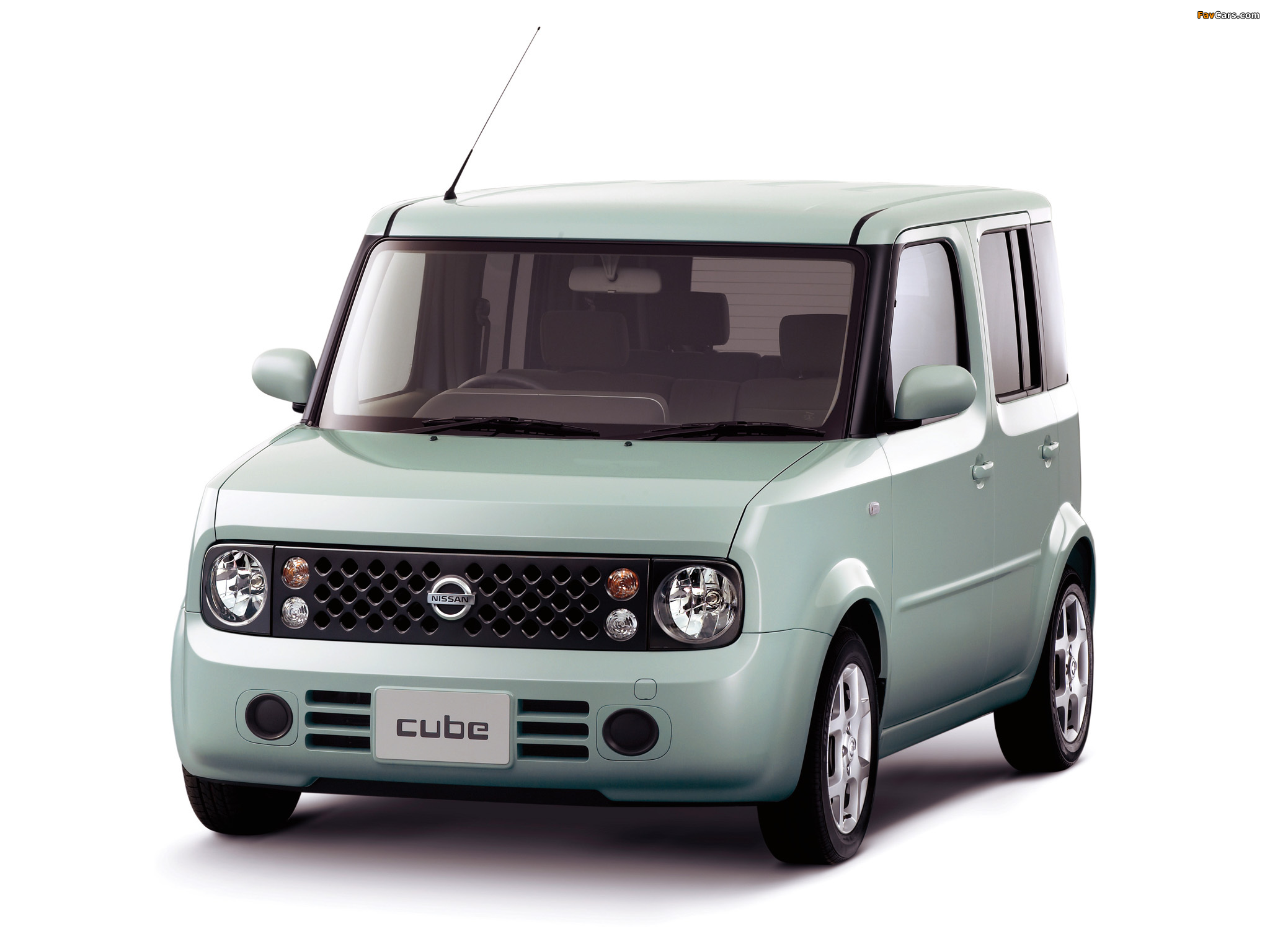 Images of Nissan Cube Z11 200208 2048x1536 2048x1536
