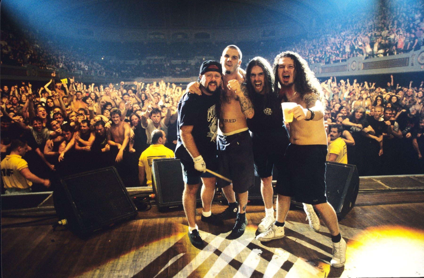 PANTERA thrash metal heavy concert crowd f wallpaper 1800x1180 1800x1180