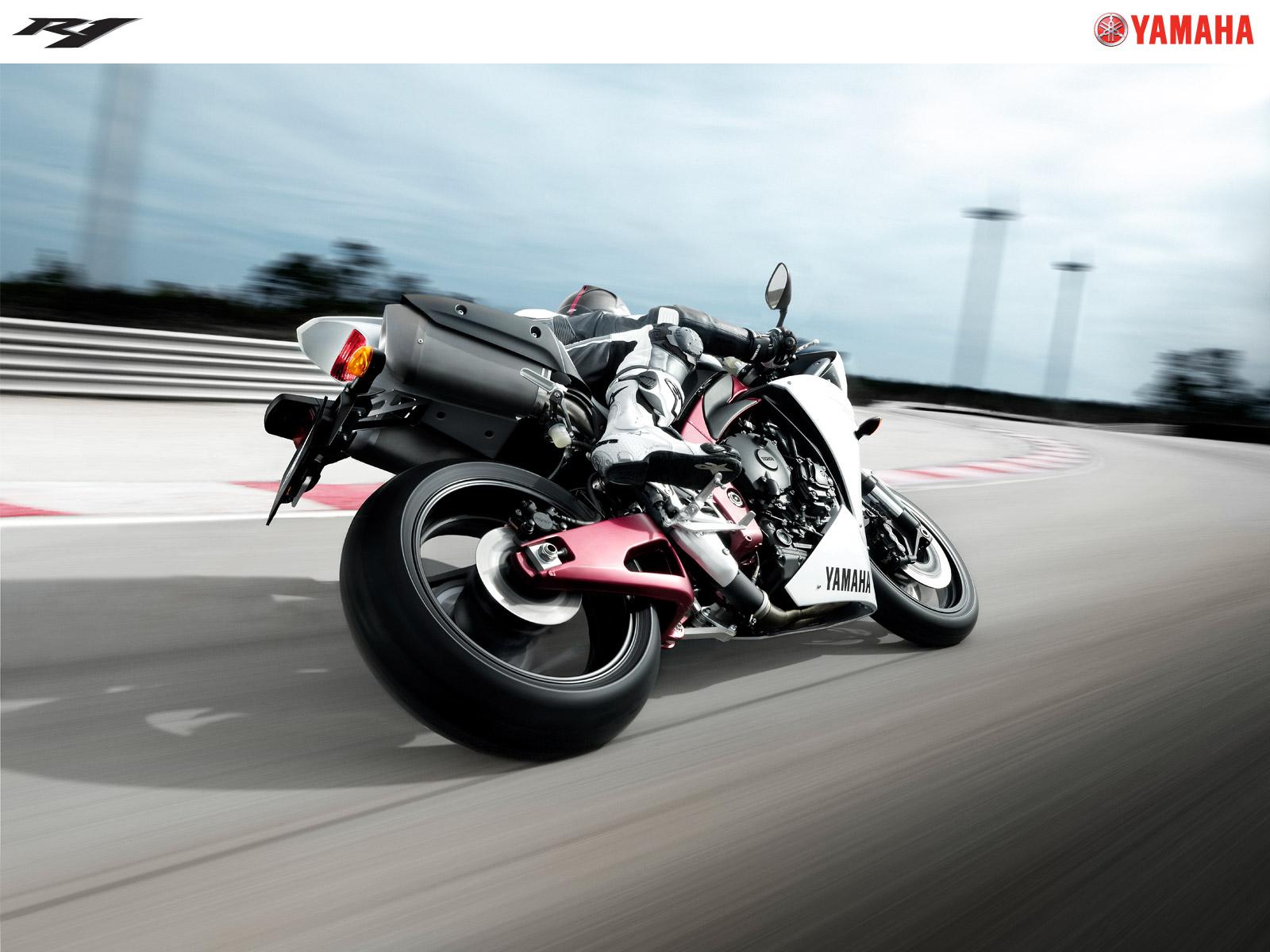 2009 Yamaha YZF R1 Bike Wallpapers HD Wallpapers 1600x1200