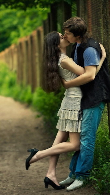 couple love wallpapers couple love kissing wallpapers love kissing 360x640