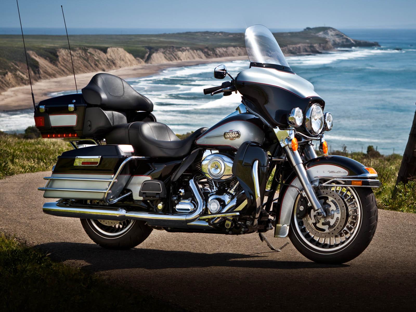 the Harley Davidson Ultra Classic Electra Glide FLHTCU Bike Wallpapers 1600x1200