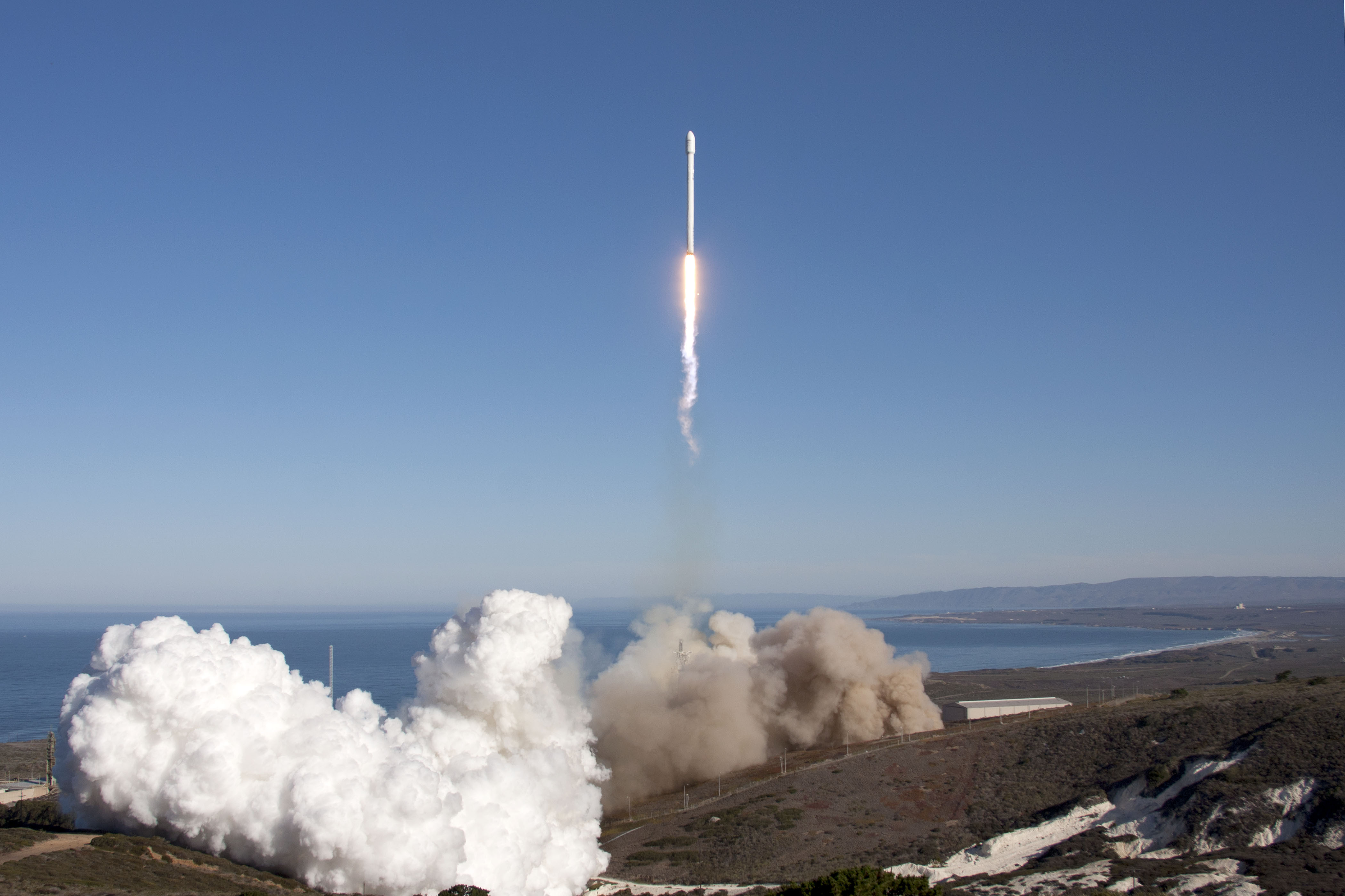 SpaceX launches upgraded Falcon 9 rocket Space News Commercial 4200x2800