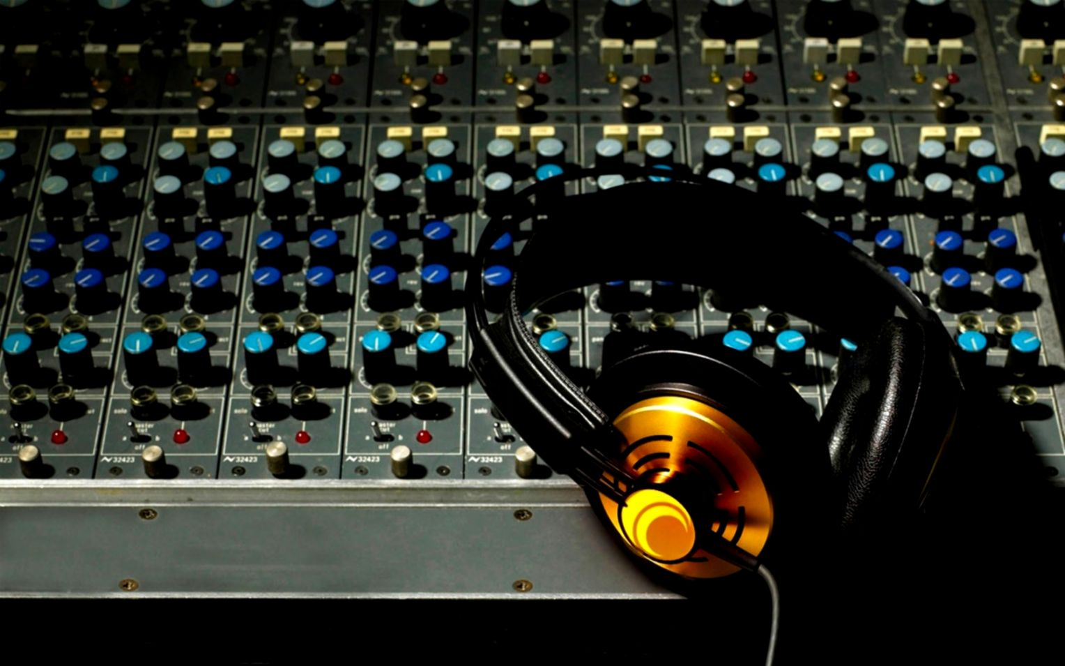 Music Studio Background Wallpaper Cool With Image Of Music Studio 1528x955