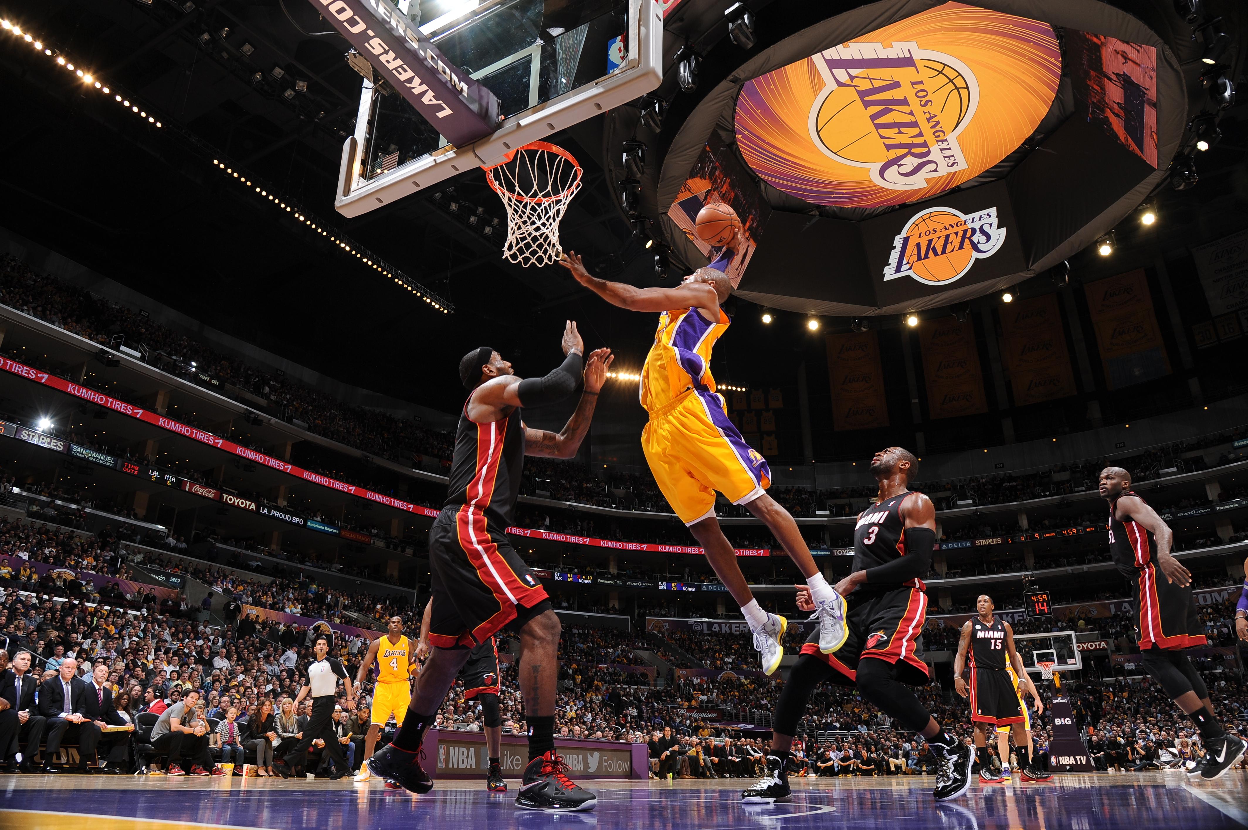 97 Lebron James Lakers Wallpapers On Wallpapersafari
