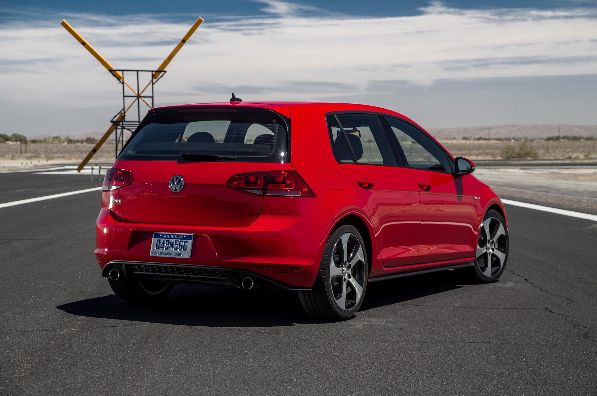 2015 Volkswagen GTI Best Quality Wallpapers 2048x1360
