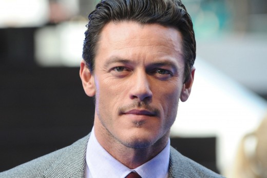 Luke Evans Handsome Wallpaper 1134 Imagenes 520x347
