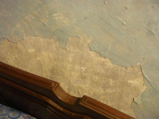 Wallpaper peeling off   Picture of Mussoorie Uttarakhand 550x412