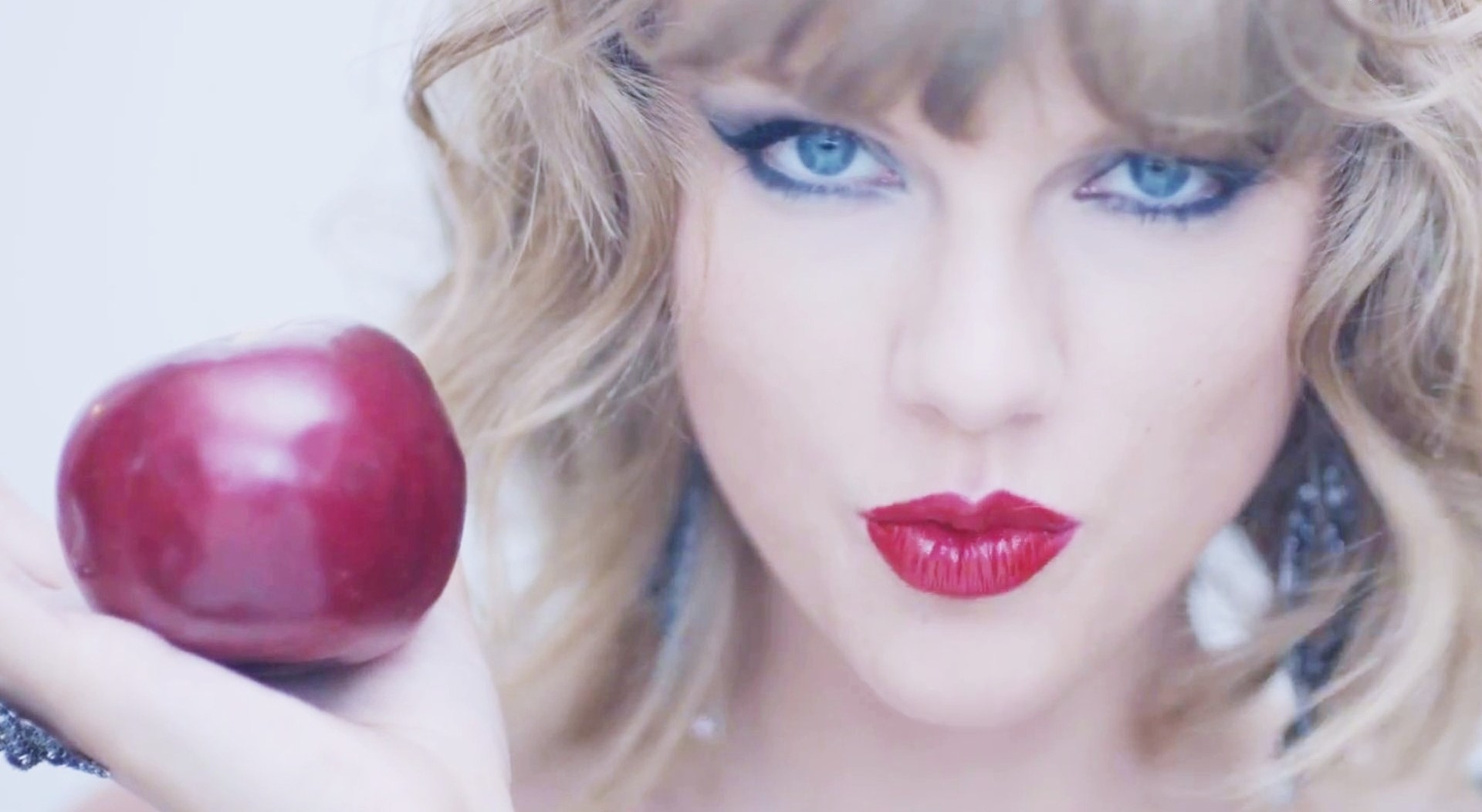 Taylor Swift and Apple 1920x1053