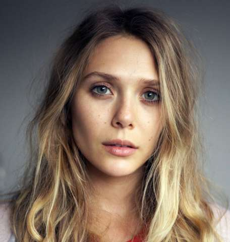 Avengers Scarlet Witch Elizabeth Olsen Hot Images HD 456x480