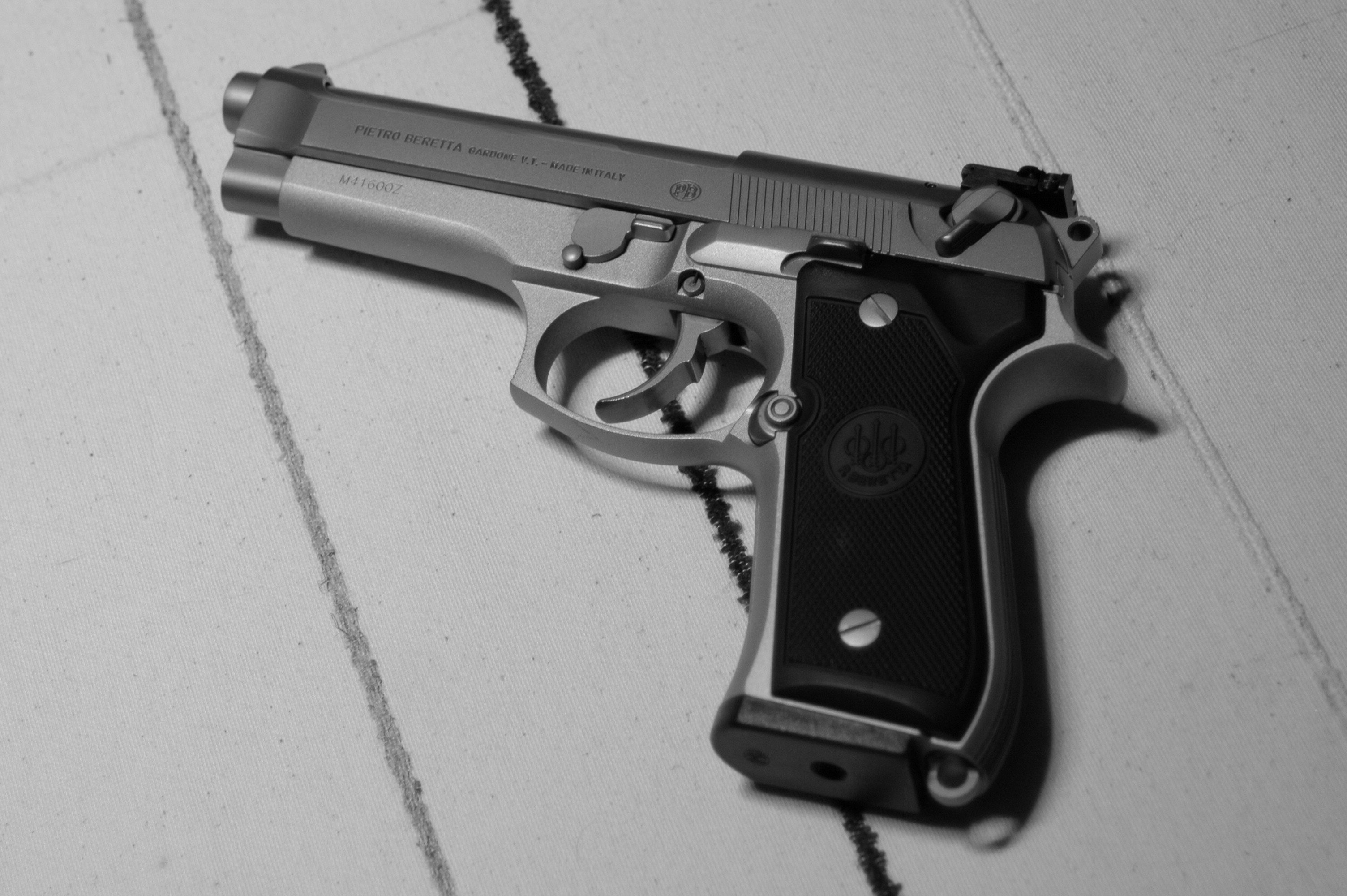 Beretta 92FS Wallpapers Images Photos Pictures Backgrounds 3008x2000