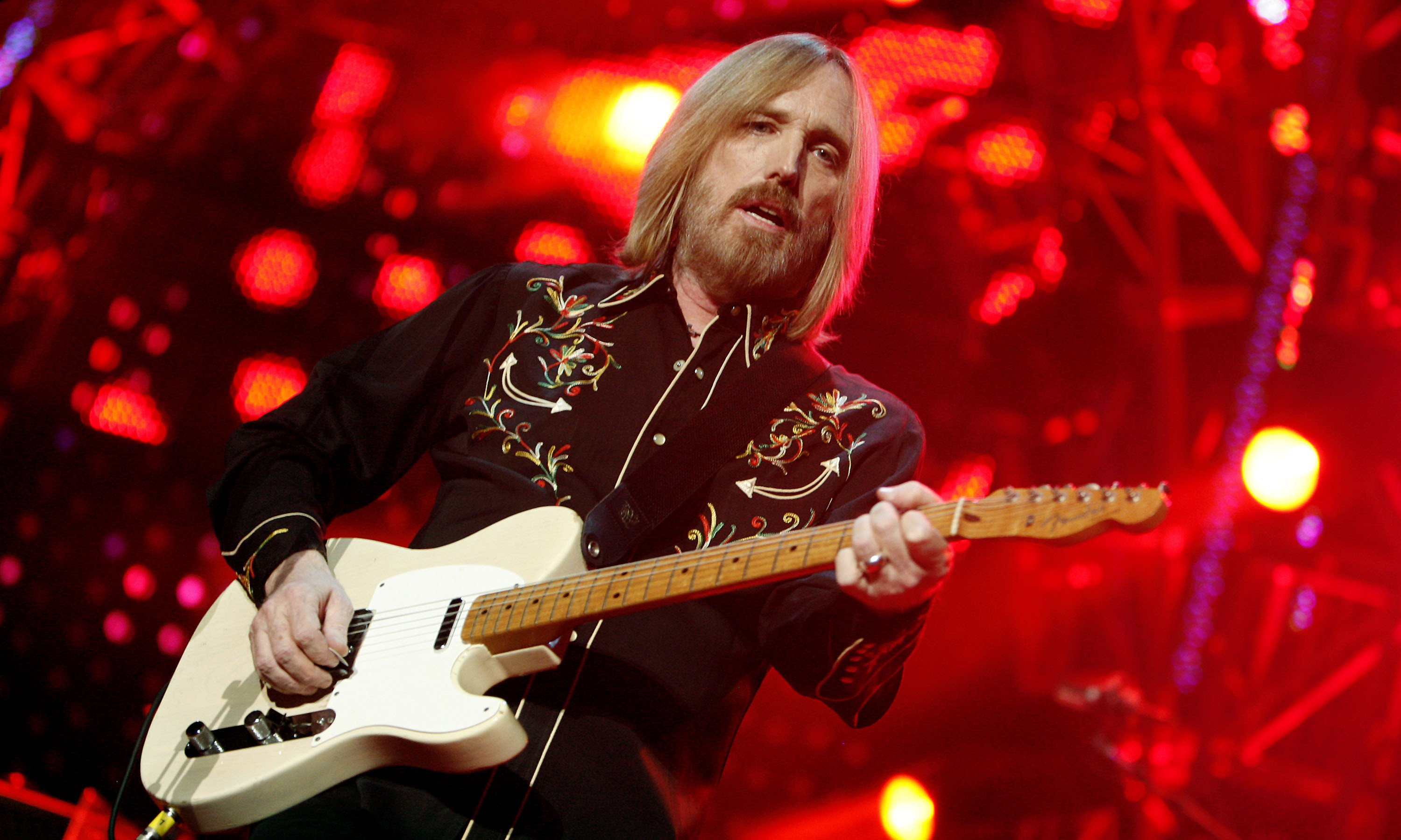 tom petty Thomas earl petty (october 20, 1950 – october 2, 2017) was an american singer-songwriter, multi-instrumentalist, record producer, and actor he was the lead singer of tom petty and the heartbreakers, formed in 1976.