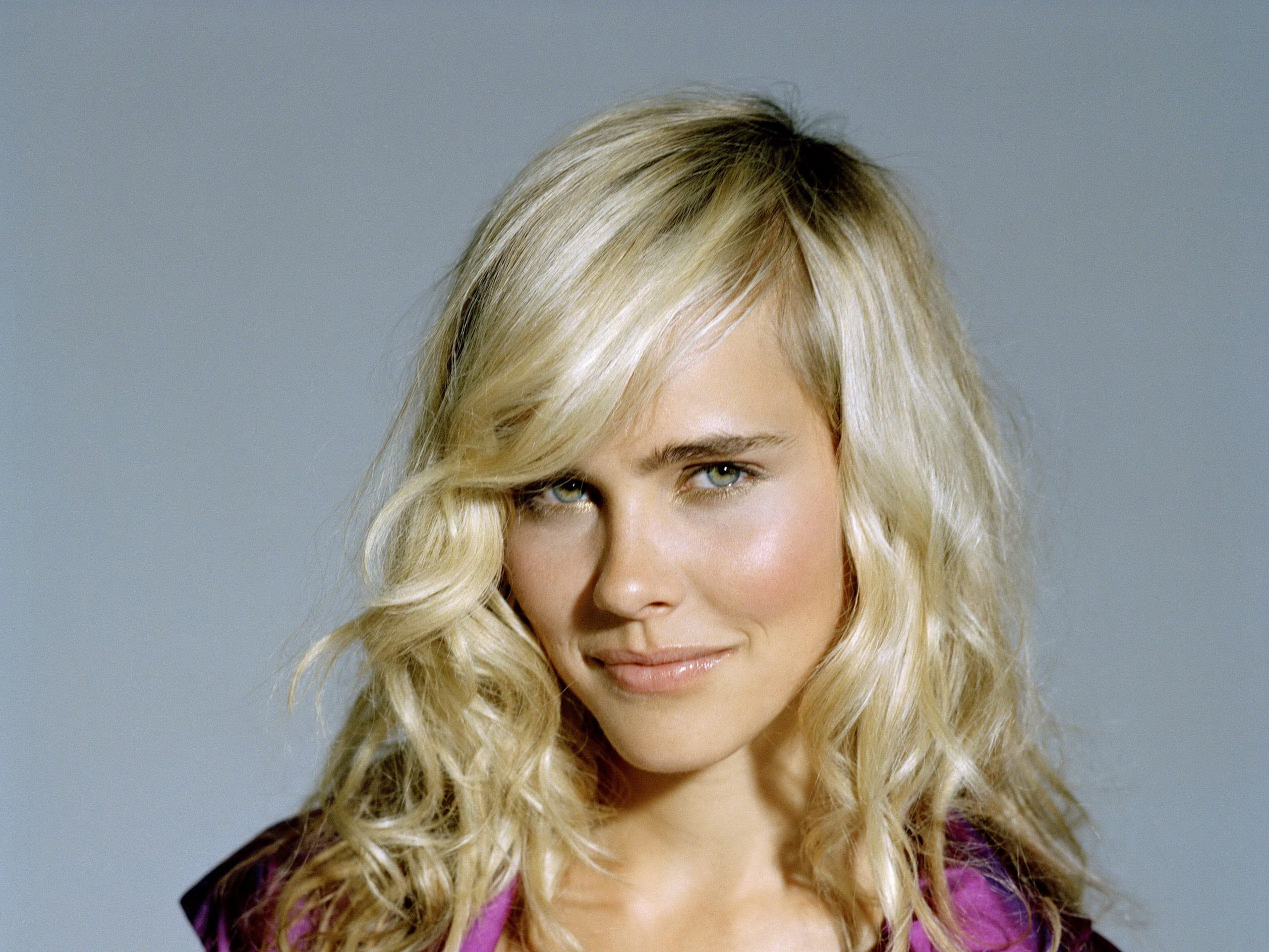 Isabel Lucas Wallpaper HD Full HD Pictures 2560x1920