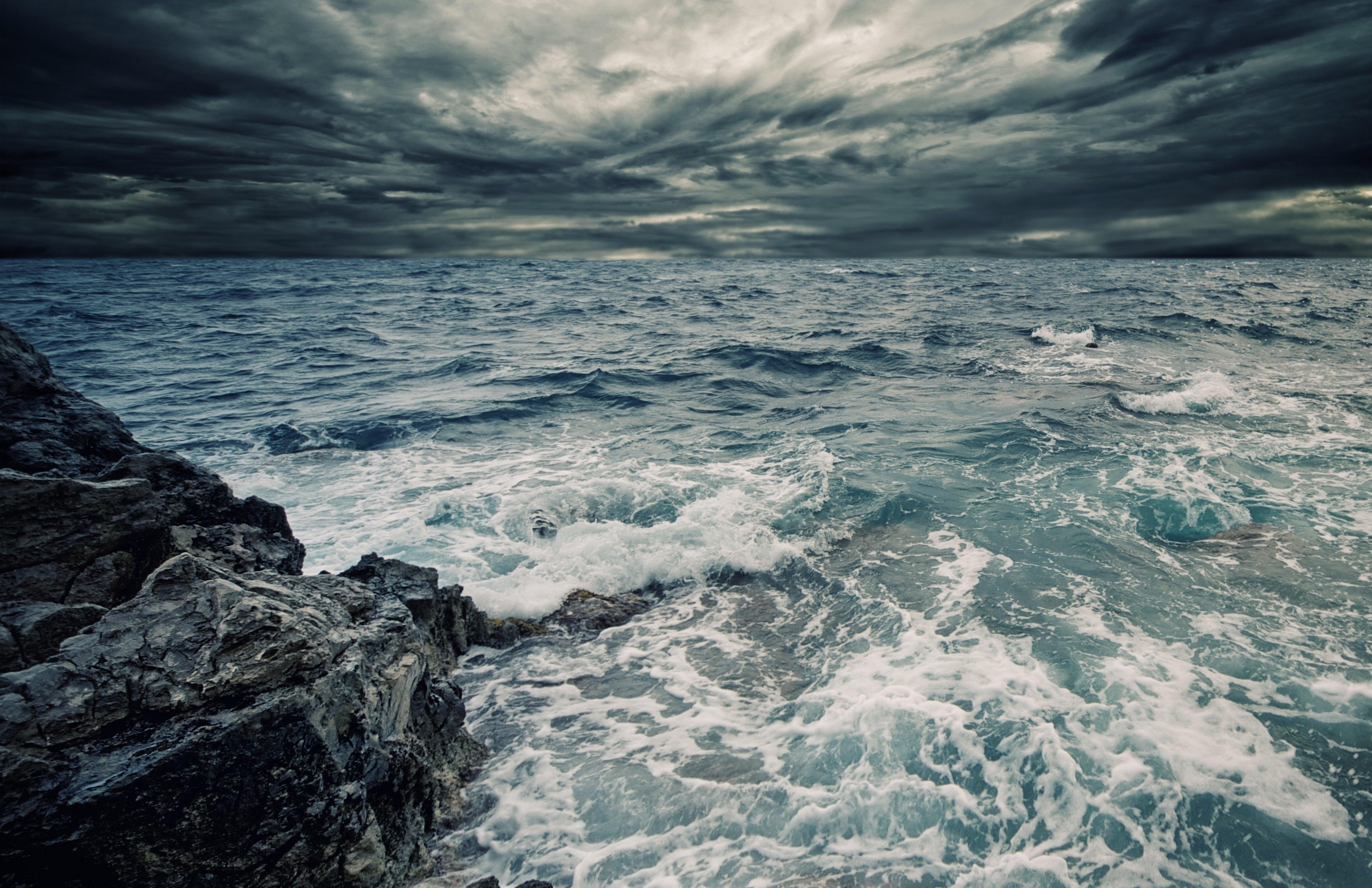 Sea ocean waves water splashing the rock partly cloudy sky 5610x3630