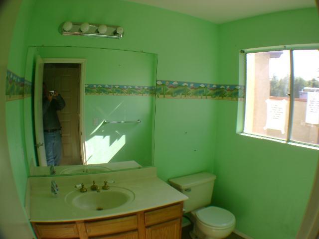 wallpaper borders bathroom on Reflection In The Bathroom Mirror Green 640x480