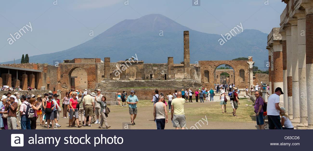Pompeii Road Vesuvius In Background Stock Photos Pompeii Road 1300x628