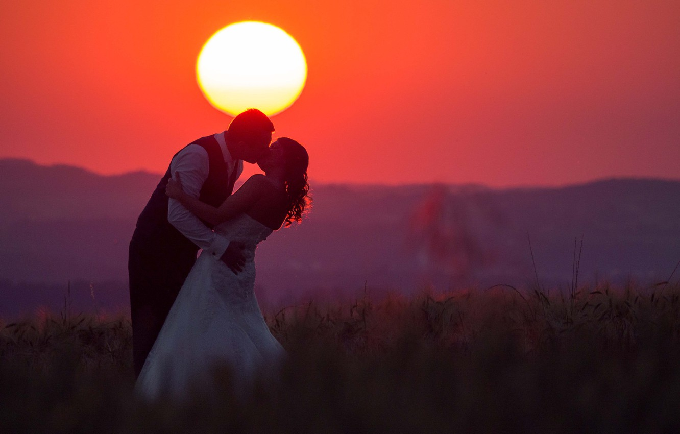Wallpaper love fireball twilight sunset kiss hill couple 1332x850