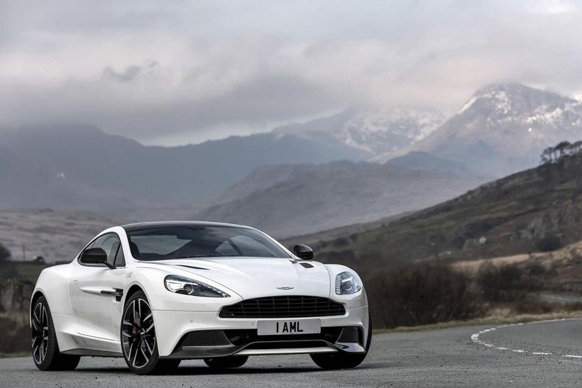 2015 Aston Martin Vanquish Carbon White   front photo Stratus White 820x547