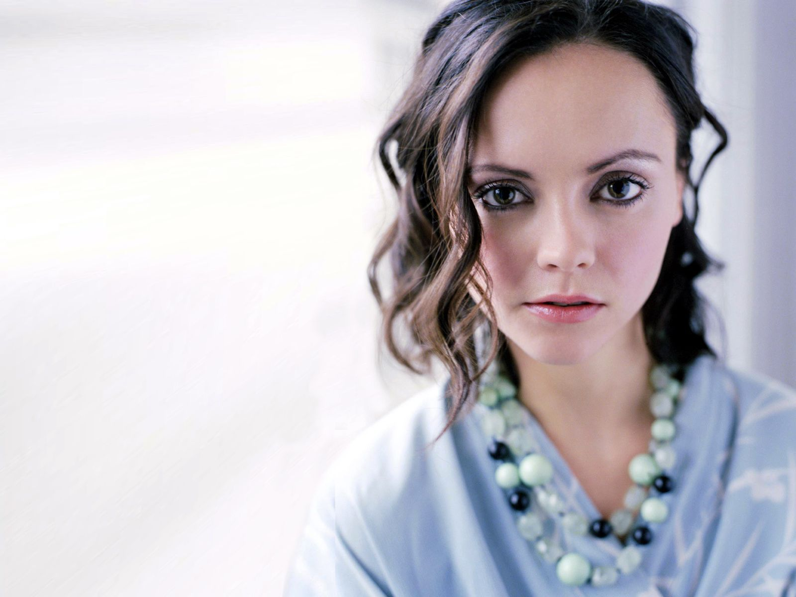 Christina Ricci Wallpapers Images Photos Pictures Backgrounds 1600x1200