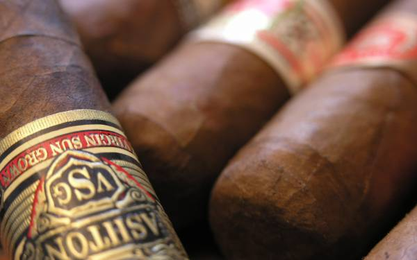 Wallpaper Cigars smoke brown firm close up 1920x1200 600x375