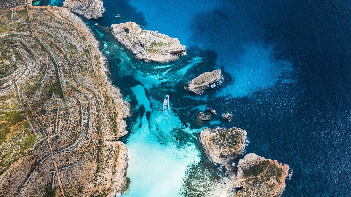 Download wallpaper 1366x768 bay coast stony ocean island 1366x768