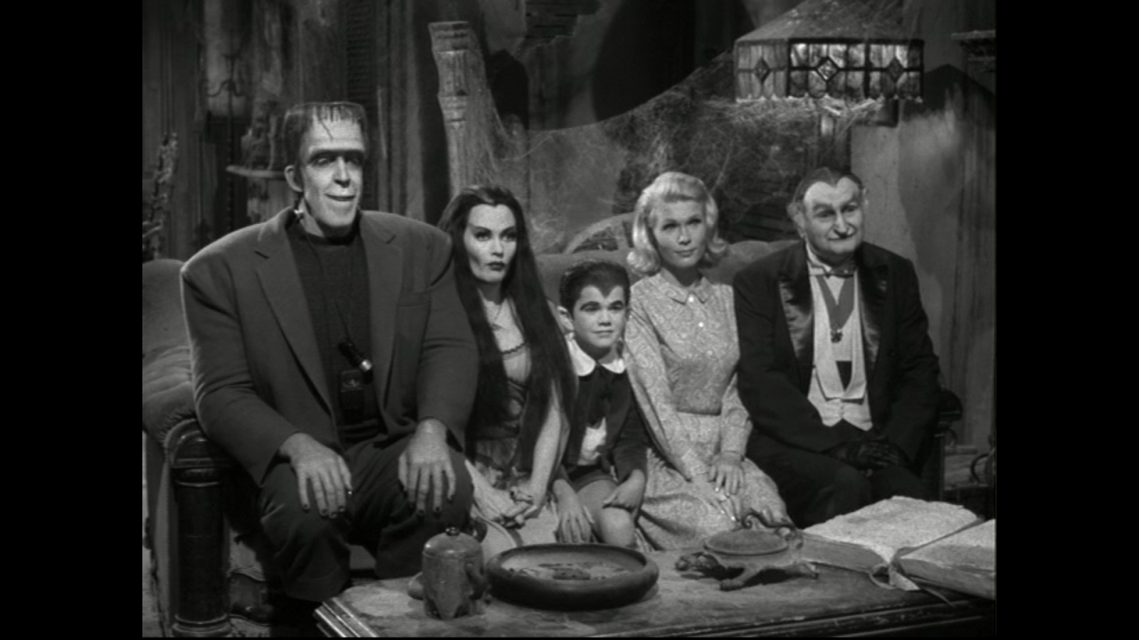 The Munsters Wallpaper and posed for the same 1600x900