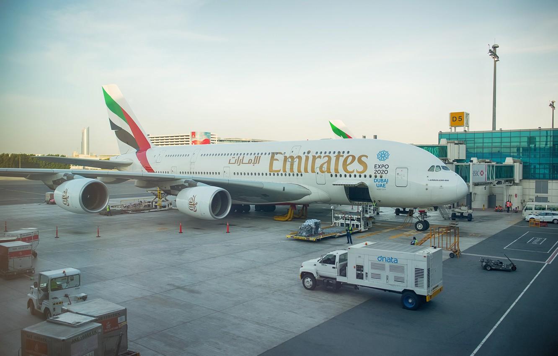 Wallpaper the plane giant before Dubai jet Emirates UAE 1332x850
