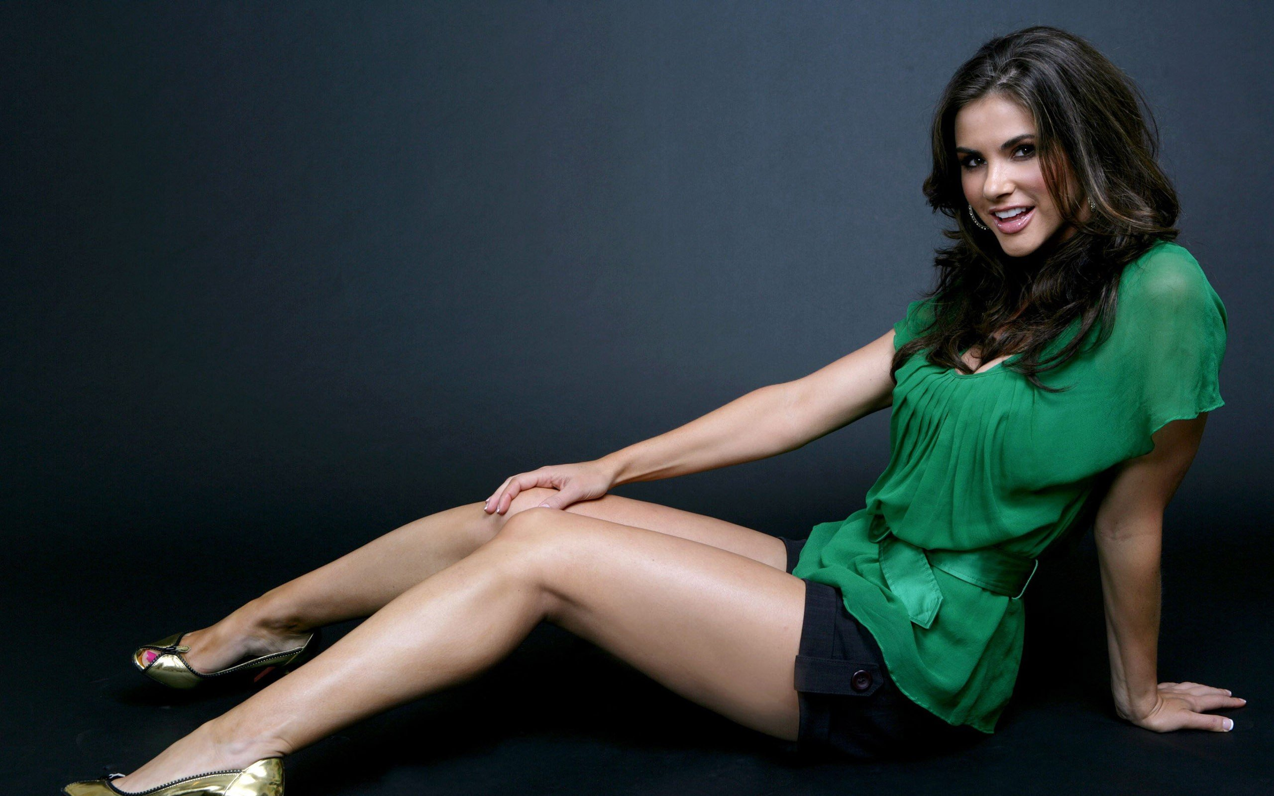 Brunettes Legs Wallpaper 2560x1600 Brunettes Legs Green Women Blue 2560x1600