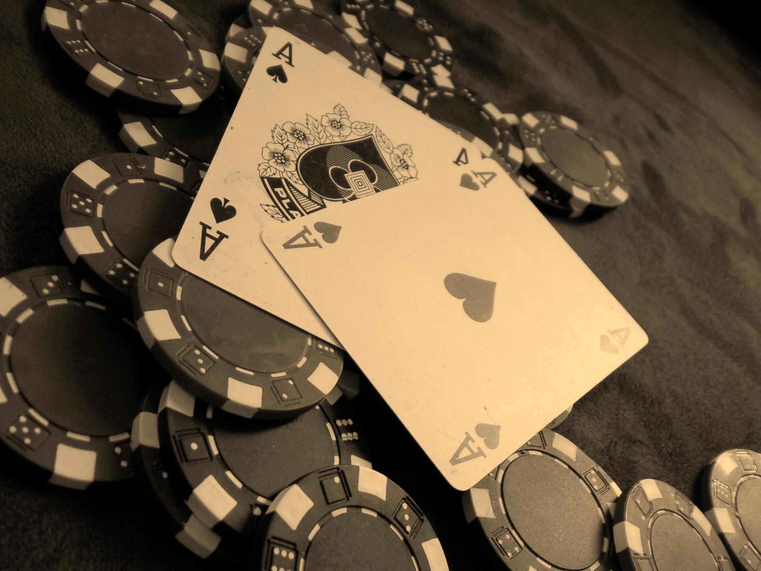 Cards poker poker chips chips wallpaper 2560x1920 15579 2560x1920
