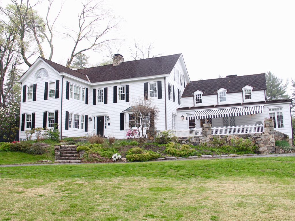 Beautifully newly renovated Colonial farmhouse set in 4 glorious 1024x768