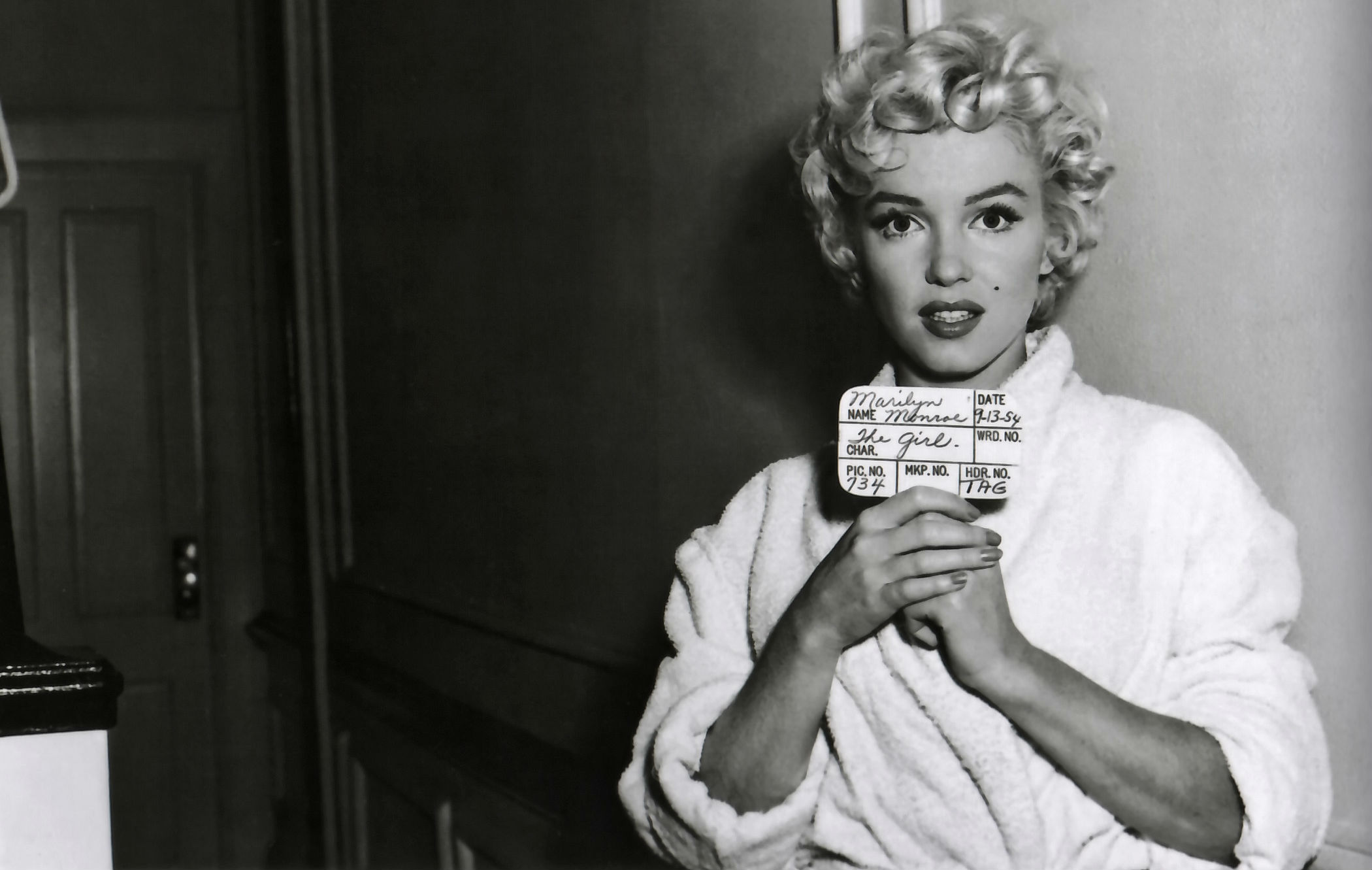 Free Download Marilyn Monroe Wallpaper Background 2100x1331 For