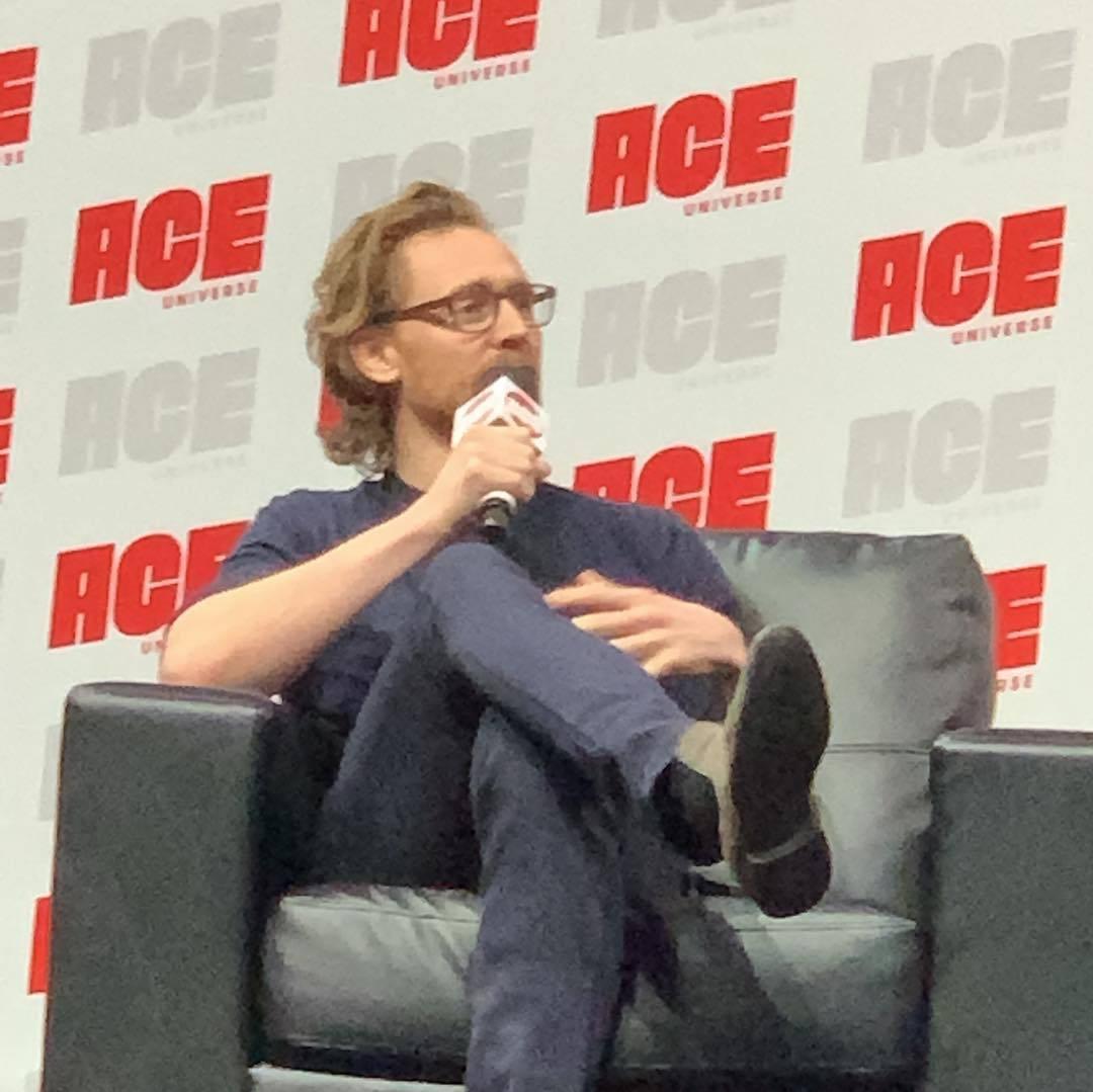 Tom Hiddleston images Tom Ace Comic Con Arizona January 13 2019 1080x1079
