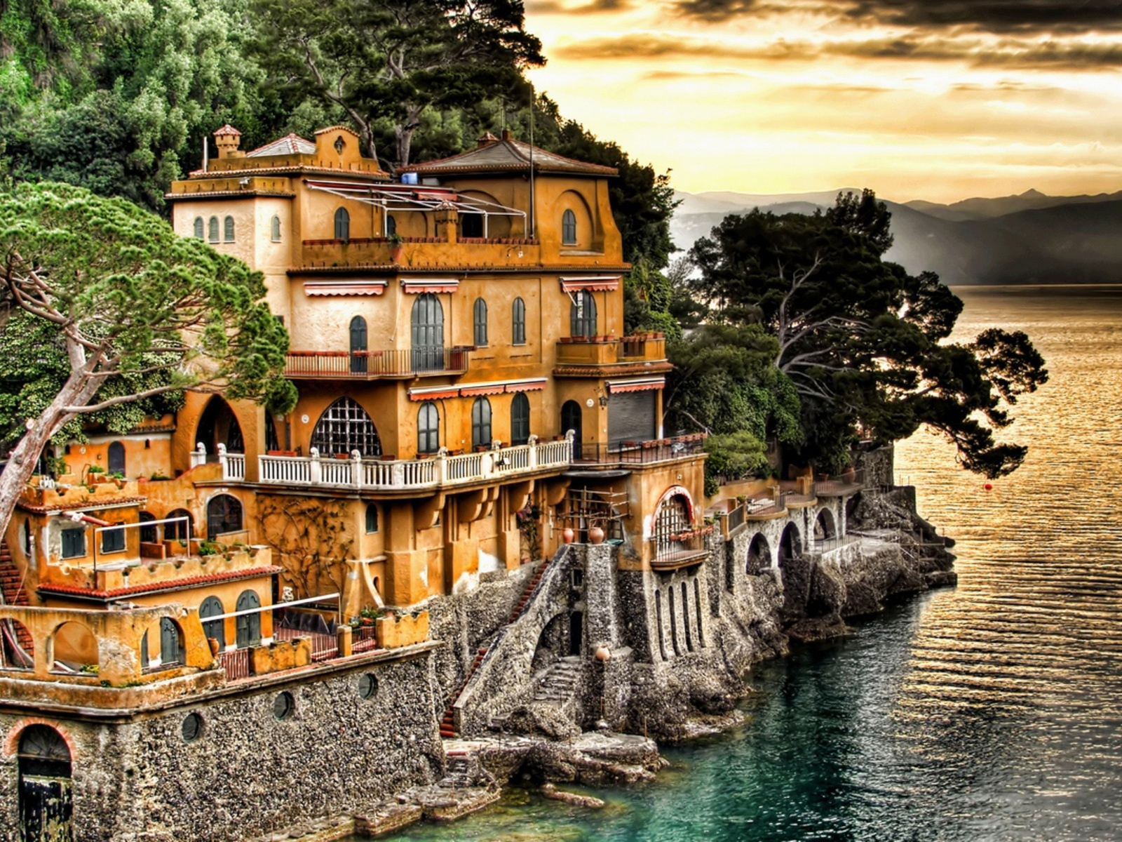 Old house in Genoa Italy wallpapers and images   wallpapers pictures 1600x1200