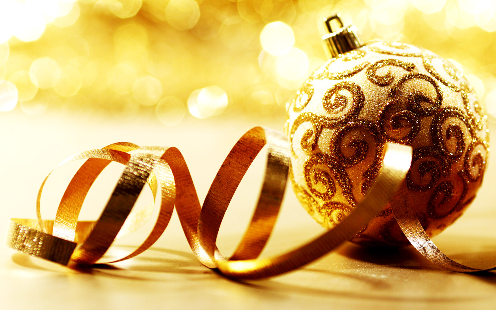 Central Wallpaper Christmas Decoration Ornaments HD Wallpapers 1600x1000