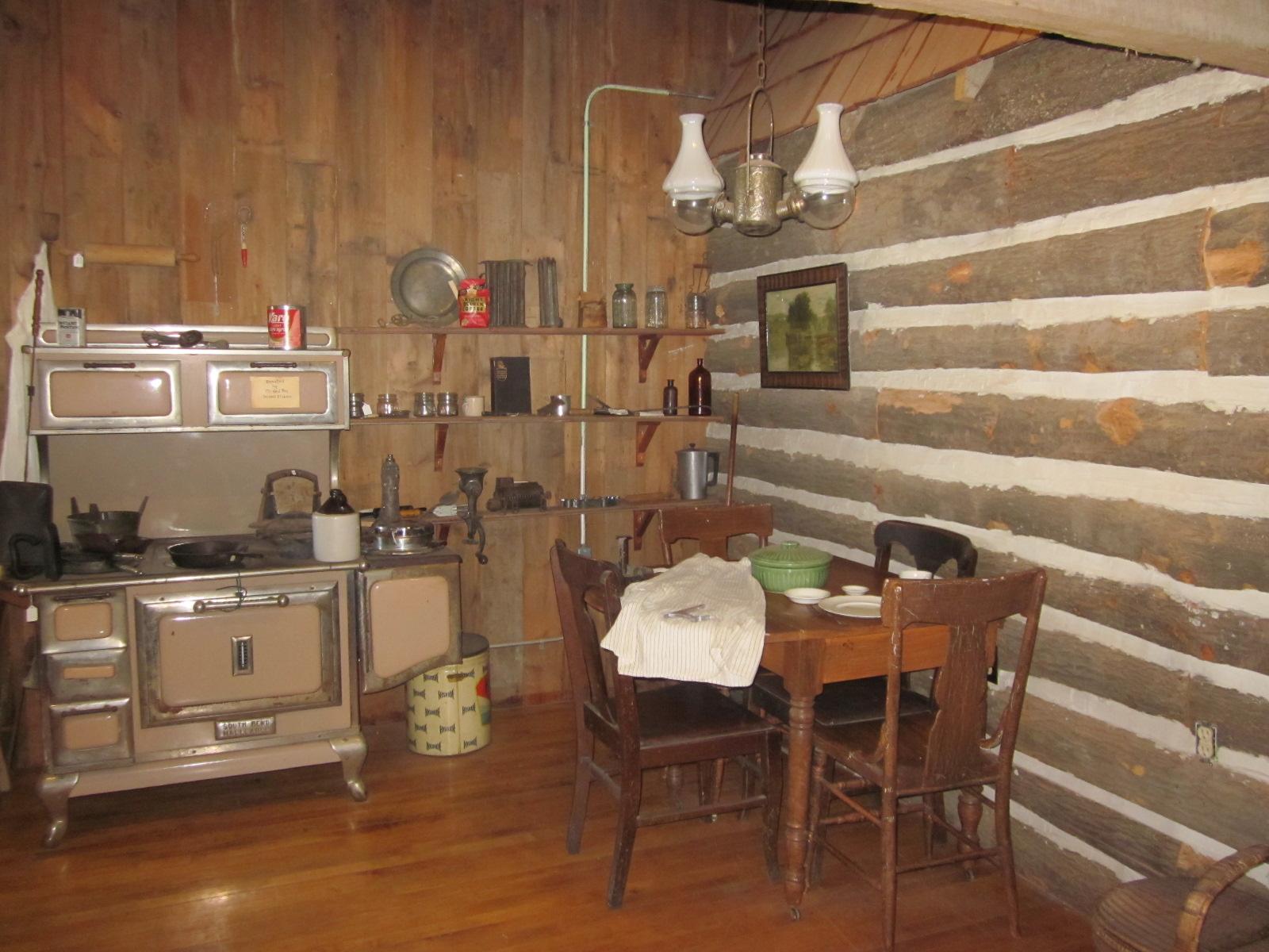 Log Cabin Wallpaper Exterior of log cabin 1600x1200