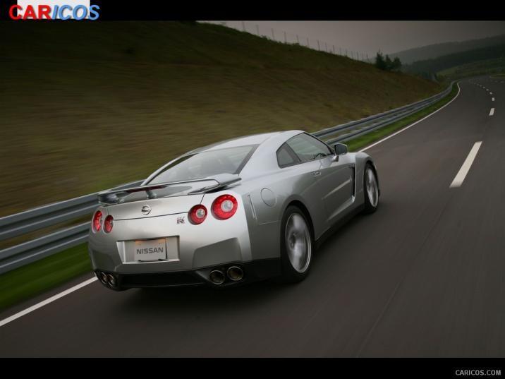 2010 Nissan GTR   Rear Right Quarter Wallpaper 5 iPad 1024x768 716x537