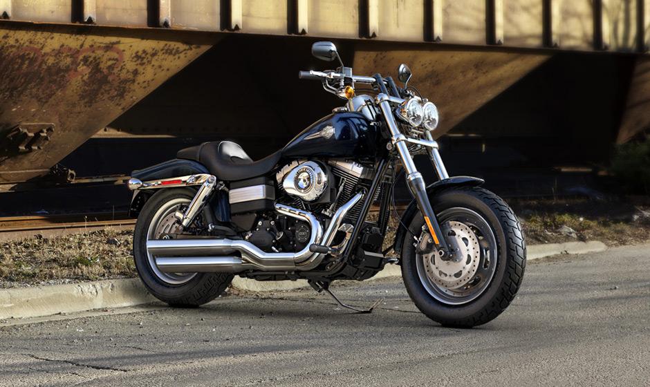 Harley Davidson Fat Bob 2013 Front 3 Quarter Blue 940x560