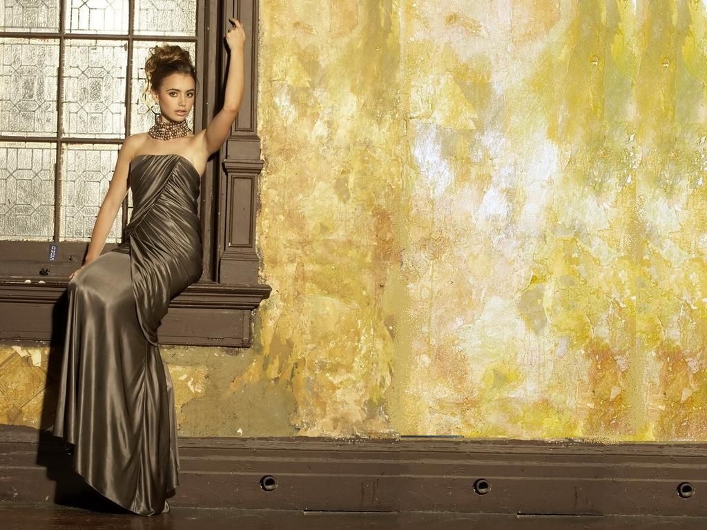 Lily Collins wallpaper   Lily Collins Wallpaper 34732560 1024x768