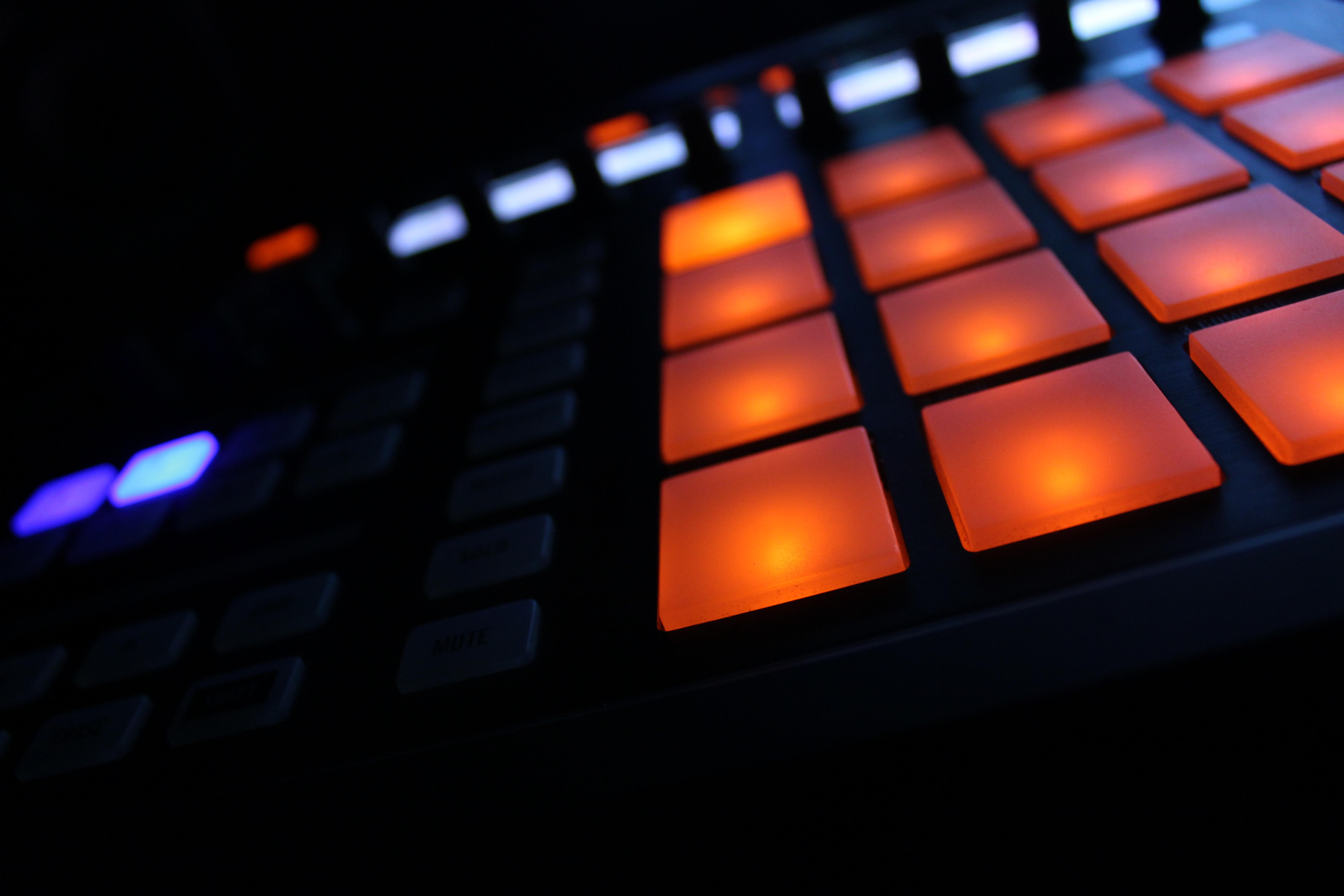 Native Instruments Maschine Images Crazy Gallery 5184x3456